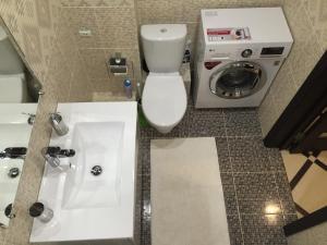 A bathroom at Apartment Inzhenernaya 108/62