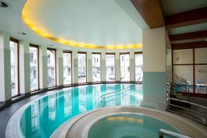 The swimming pool at or close to Apartamenty Comfort & Spa Stara Polana