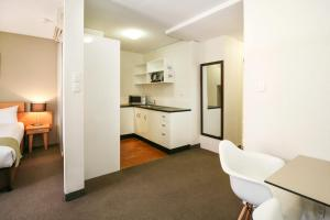 A kitchen or kitchenette at BreakFree Adelaide