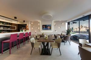 A restaurant or other place to eat at Budget Hotel Victoria
