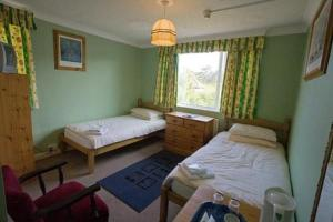 A bed or beds in a room at Ingledene Guest House