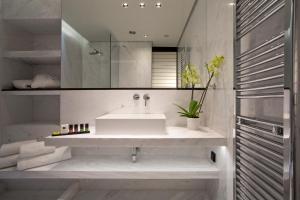 A bathroom at MET34 Athens
