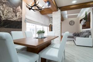 A seating area at Apartamenty Comfort & Spa Stara Polana
