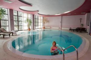 The swimming pool at or near Belmont Ski & Spa Hotel