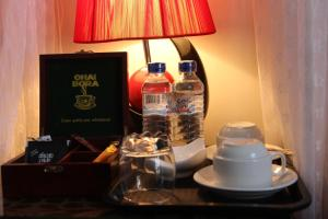 Coffee and tea-making facilities at Al-Minar Hotel