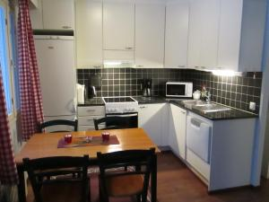 A kitchen or kitchenette at Hauho Apartment