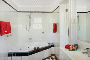 A bathroom at St Raphael