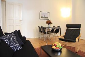 Ein Sitzbereich in der Unterkunft Nollendorf Apartments