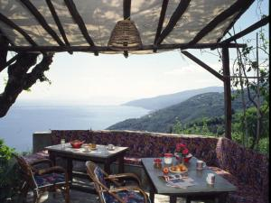 A restaurant or other place to eat at Villa Georgie