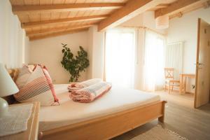 Ein Bett oder Betten in einem Zimmer der Unterkunft Tollhof