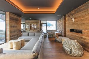 Ein Sitzbereich in der Unterkunft Hotel Edelweiss