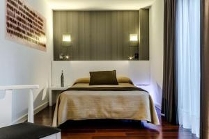 A bed or beds in a room at Hotel Apolonia