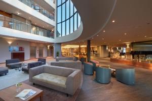 The lounge or bar area at Eurostars Heroismo