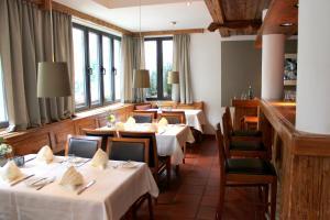 Un restaurante o sitio para comer en Hotel Erzgiesserei Europe