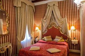 Łóżko lub łóżka w pokoju w obiekcie Dimora Dogale