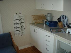 Ett kök eller pentry på Piteå Island Cottage Vargön 2