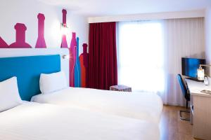 A bed or beds in a room at ibis Styles Barnsley
