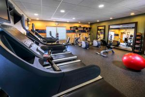 The fitness centre and/or fitness facilities at Hampton Inn & Suites Yonkers