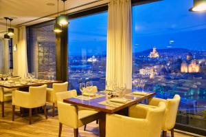 A restaurant or other place to eat at Citadel Narikala Hotel