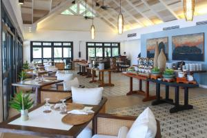 A restaurant or other place to eat at El Nido Resorts Lagen Island