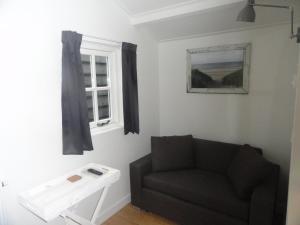 Een zitgedeelte bij Luxe Appartement Duinoord