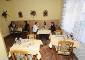 A restaurant or other place to eat at Appartementhaus Savina