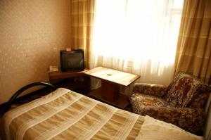 A television and/or entertainment center at Granit Hotel