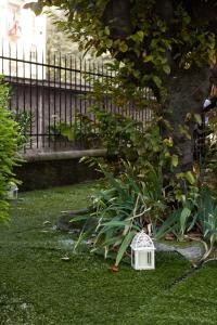A garden outside Luci A San Siro