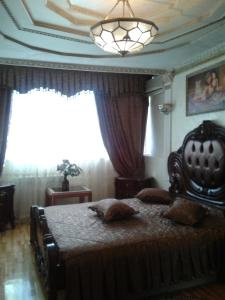 Кровать или кровати в номере Apartment Ostrovskogo 35/11