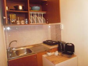 Η κουζίνα ή μικρή κουζίνα στο Tassos Apartments