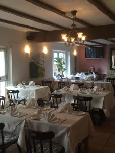 A restaurant or other place to eat at Colnbrook Lodge Guest House