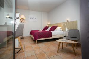A bed or beds in a room at Le Relais Des Trois Mas