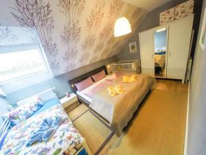 Ein Bett oder Betten in einem Zimmer der Unterkunft Münstersdachstübchen