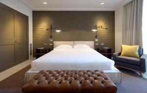 A bed or beds in a room at Midtown Apartments