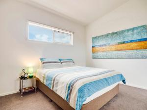 A bed or beds in a room at McKillop Geelong by Gold Star Stays