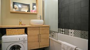 A bathroom at Little Suite - Westhoek