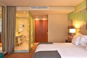 A bed or beds in a room at Pestana Vintage Porto Hotel & World Heritage Site