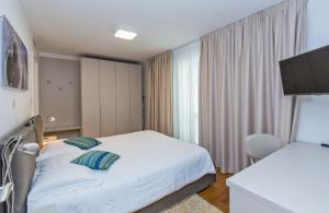 A bed or beds in a room at Dubrovnik Luxury Residence – L'Orangerie