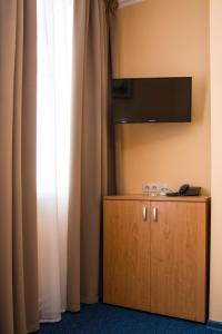 Телевизор и/или развлекательный центр в Малетон Отель (Анохина)