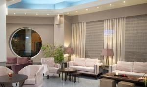 A seating area at Aliakmon Hotel