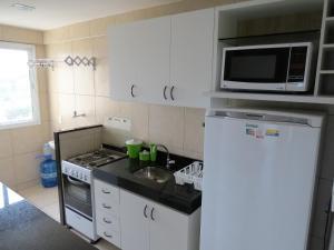 A cozinha ou cozinha compacta de Beach Village Residence
