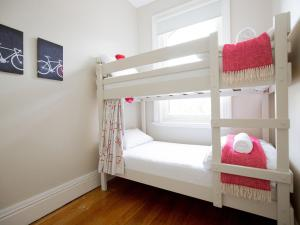 A bunk bed or bunk beds in a room at Montacute Boutique Bunkhouse