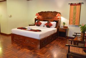 A bed or beds in a room at Angkor Hotel