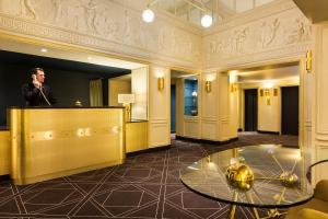 The lobby or reception area at Hotel Barsey by Warwick