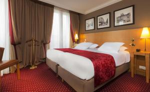 A bed or beds in a room at Royal Saint Michel