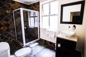Un baño de Cape Diamond Boutique Hotel