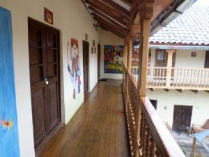 Un balcón o terraza de OkiDoki Cusco Hostal