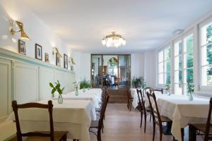 A restaurant or other place to eat at Ottmanngut Suite and Breakfast