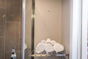A bathroom at Château Queen by Bower Hotels & Suites