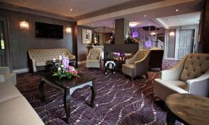 The lobby or reception area at Greenvale Hotel